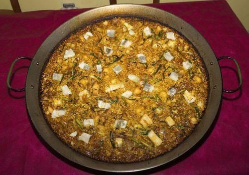 paella-de-cebolla-bacalao-coliflor-y-ajos-tiernos