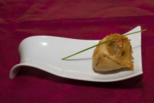 tempura-crujiente-de-higo-fresco-con-panceta-ahumada